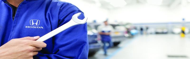 Bryan Honda technician in the service area